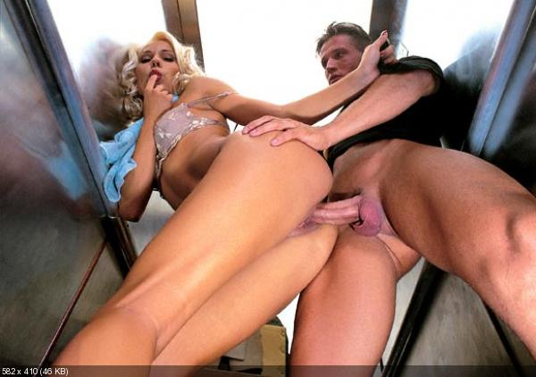 Секс в лифте с красоткой